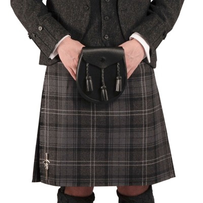 Mens Traditional 8 Yard Heavy Weight Kilt - Front